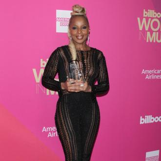 Mary J Blige receives Icon of the Year Award