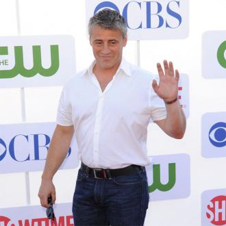 Matt LeBlanc sees frisky giraffes at the zoo