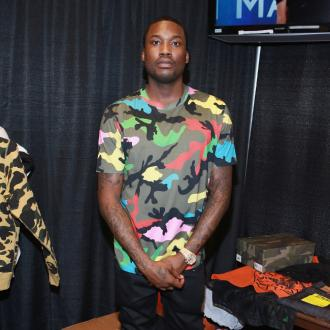 Meek Mill caims Drake doesn't write raps