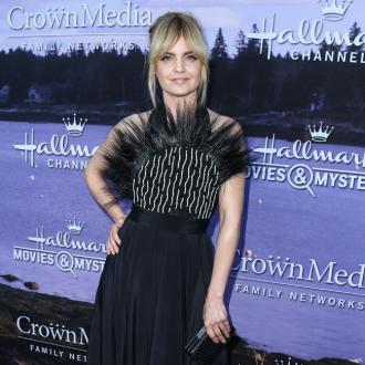 Mena Suvari 'shocked' by Kevin Spacey allegations
