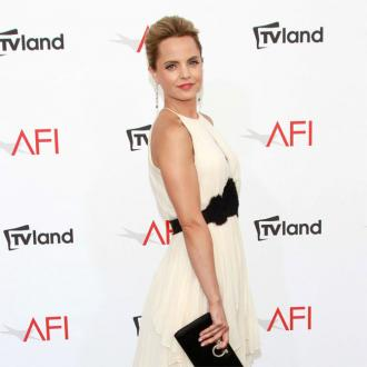 Mena Suvari calls for Bed Bath and Beyond to ditch feathers