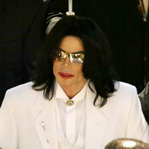 Court Struggling To Find Jurors In Michael Jackson Case