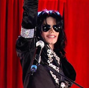 Michael Jackson To Receive Glove Tribute In Hollywood