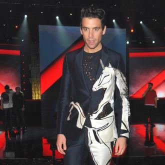Mika's mother urges him to keep touring, despite illness