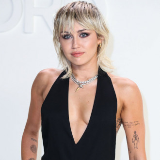 Miley Cyrus: Choosing singles is intimidating