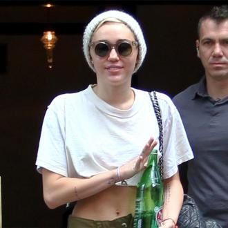 Miley Cyrus Lashes Out At Hotel Staff
