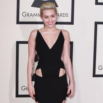 Miley Cyrus won't define sexuality