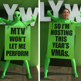 Miley Cyrus To Host Mtv Vmas