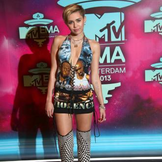 Eminem Wins Big At Mtv Emas As Miley Cyrus Causes Controversy