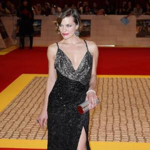 Milla Jovovich Shows Off With Swordfighting