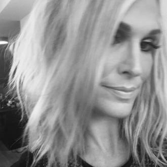 Molly Sims cut her hair