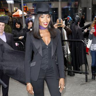 Naomi Campbell Struggling To Quit Smoking