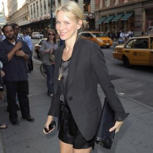 Naomi Watts Loves Autumn Fashion