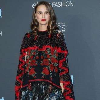 Natalie Portman wishes she could drink at the Golden Globes