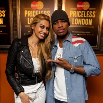 Ne-Yo signs artist during gig