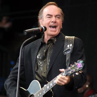 Neil Diamond thanks fire-fighters with surprise performance