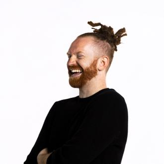 Newton Faulkner marks decade in music with festive song