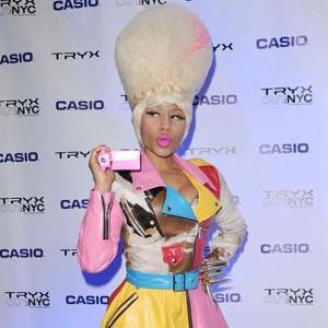 Nicki Minaj Wants To Raid The Queen's Wardrobe
