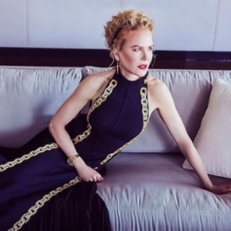 Nicole Kidman's Golden Globes dress took 425 hours to embroider
