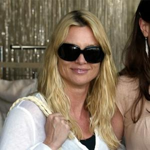 Nicollette Sheridan Urged To Settle Housewives Case