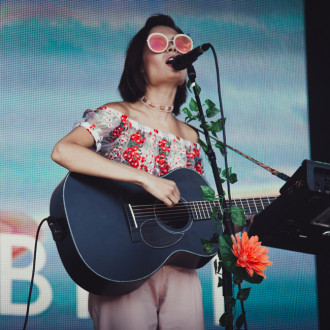 Nina Nesbitt relates to Raye's record label struggles