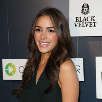 Olivia Culpo 'loves' having makeup done