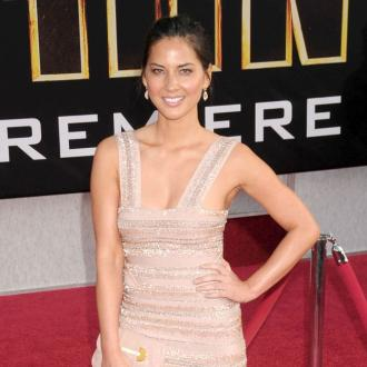 Olivia Munn Dislocated Shoulder On Swing