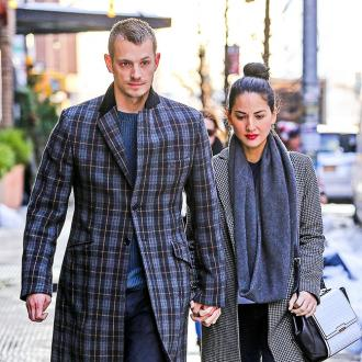Joel Kinnaman thinks Olivia Munn talks fast