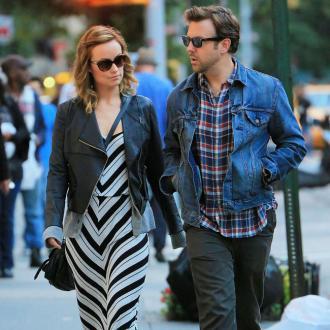 Olivia Wilde Sneaks Kisses With Jason Sudeikis