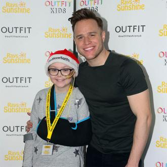 Olly Murs spreads Christmas cheer