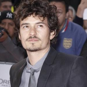 Orlando Bloom's Performance Inspired By Oasis