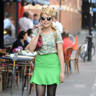 Paloma Faith 'fine' after mugging