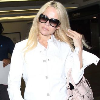 Pamela Anderson auctions off engagement ring