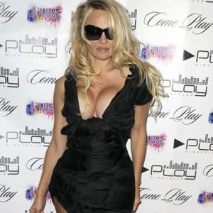 Pamela Anderson Takes Control Of Kids