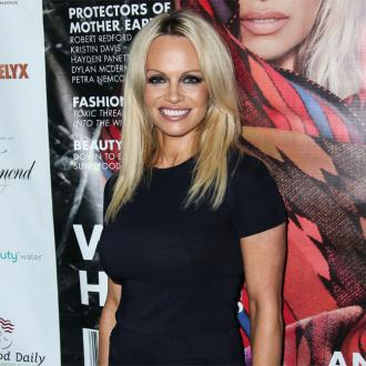 Pamela Anderson marries Jon Peters