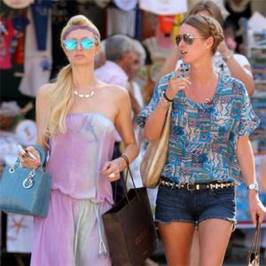 Paris Hilton Shuns Showbiz Hunks