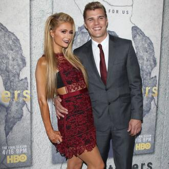 Paris Hilton and Chris Zylka co-ordinate phone wallpapers