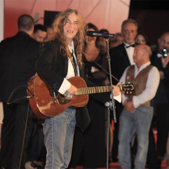 Patti Smith Pays Tribute To Music Legends