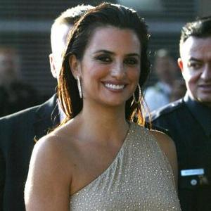 Penelope Cruz Laughs At Woody Allen