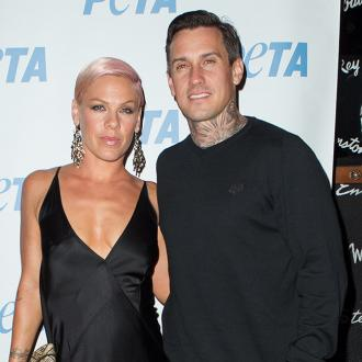 Pink throws archery party for Carey Hart
