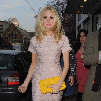 Pixie Lott Forgets Make-up