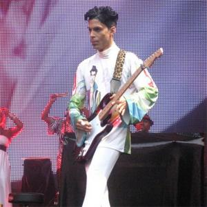 Prince Demands Limousine To Take Him To Stage