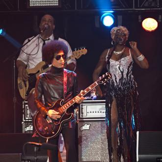 Prince performs at White House