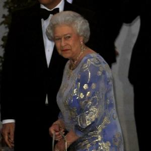 Queen Elizabeth Is '100 Per Cent' Professional For Photos