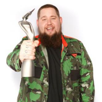 Rag 'N' Bone Man Wins Brits Critics' Choice Award