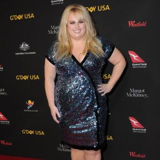 Rebel Wilson had toenails glued on