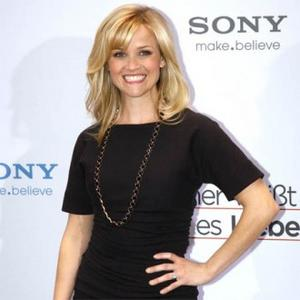 Reese Witherspoon Gives Up Snakeskin Bag