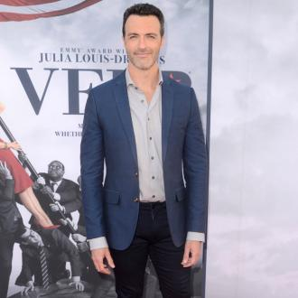 Reid Scott Stays In Touch With Veep Co-stars Via A Group Chat