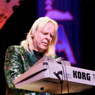 Rick Wakeman played the keyboard on David Bowie's Oh! You Pretty Things