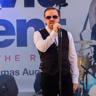 Movie extras 'didn't recognise Ricky Gervais'